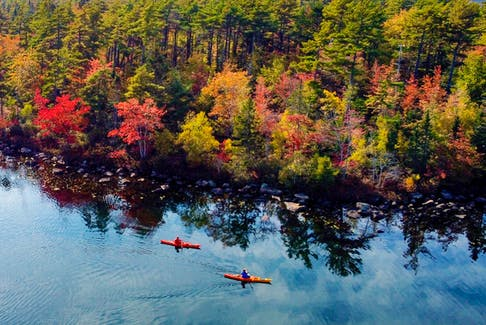 FOR NEWS STANDALONE: Chris and Sherri Leonard go for a paddle in the waters of Rocky Lake on a fine fall afternoon, near Bedford, NS Wednesday October 13, 2021.  TIM KROCHAK PHOTO