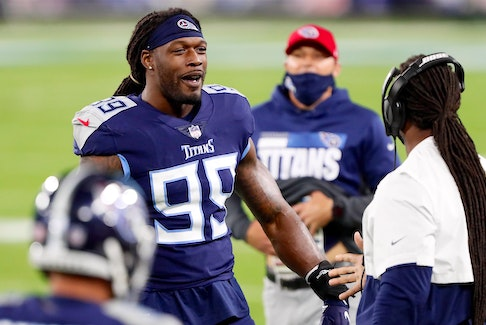 Free agent edge rusher Jadeveon Clowney signed with the Cleveland Browns.
