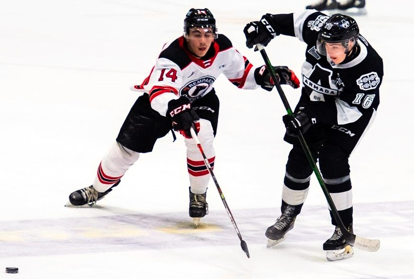 Luke Henman battles Nicolas Savoie of the Quebec Remparts for a loose puck during a 2020-21 QMJHL game. - QMJHL