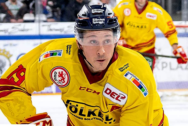 Luke Adam, shown playing for Dusseldorger EG last season, now plays for the Nürnberg Ice Tigers for the upcoming DEL (German Elite League). —  Nürnberg Ice Tigers/Twitter