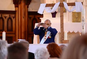Keptin John Joe Sark led the organization of a ceremony that combined the Catholic Feast of the Ascension and the honouring of Saint Kateri Tekakwitha, the first Indigenous saint.