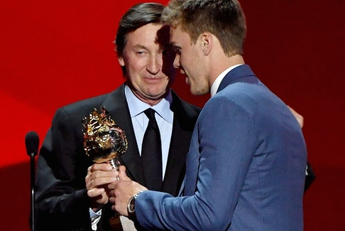 Connor McDavid of the Edmonton Oilers talks with Wayne Gretzky after winning the Hart Memorial Trophy during the 2017 NHL Awards and Expansion Draft at T-Mobile Arena on June 21, 2017, in Las Vegas, Nevada.