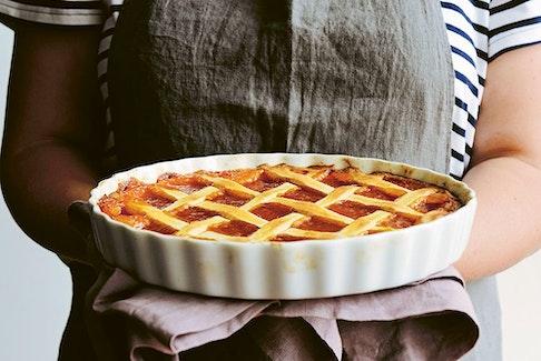 Crostata di marmellata (apricot jam tart) from Torta della Nonna.