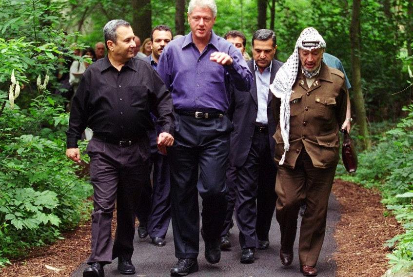 From left, Ehud Barak, Bill Clinton and Yasser Arafat at Camp David.