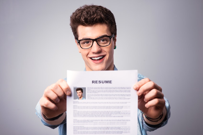 One tip for students who haven't been able to find summer employment is to look for volunteer experiences and new job skills to add to their resume.  - RF Stock