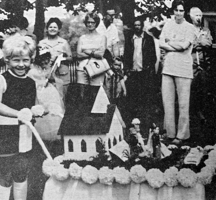 Sherri Walker's summer wedding doll carriage display won a prize during Hantsport's July 1, 1986 children's parade. - File Photo