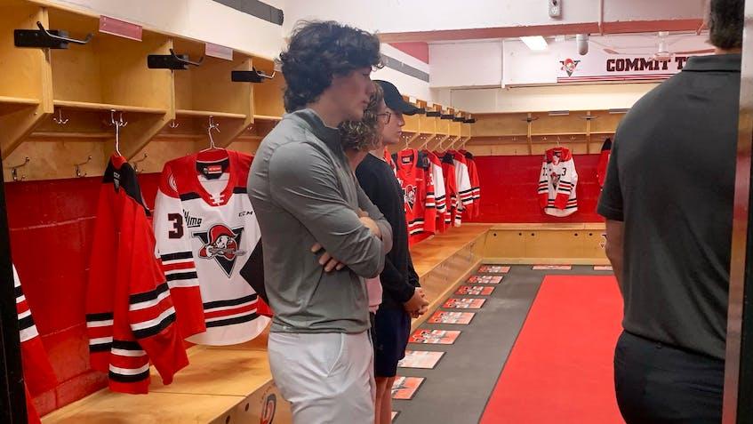Tyler Peddle takes a tour of the Drummondville Voltigeurs' facilities. - Drummondville Voltigeurs