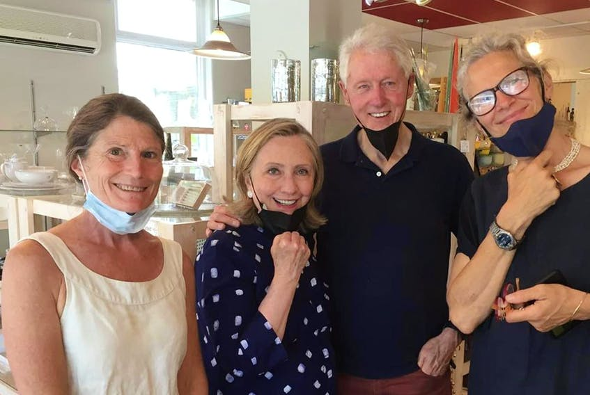 In a now-deleted Facebook photo from the Town of Sutton, Bill and Hillary Clinton are seen with Louise Penny at l'Atelier Bouffe.