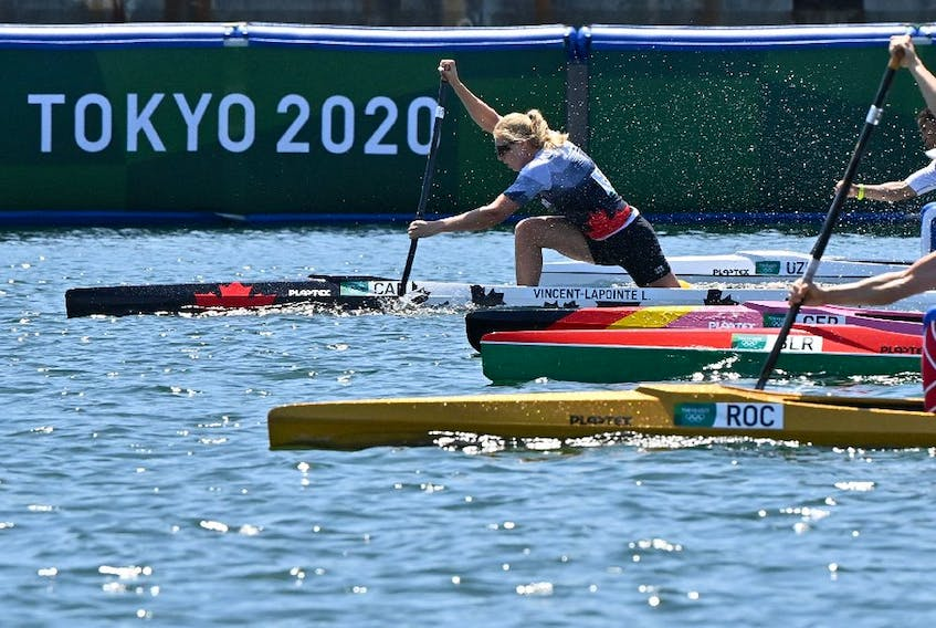 Canada's Laurence Vincent-Lapointe (L) competes in a heat for the women's canoe single 200m event during the Tokyo 2020 Olympic Games at Sea Forest Waterway in Tokyo on August 4, 2021. (Photo by Luis ACOSTA / AFP)