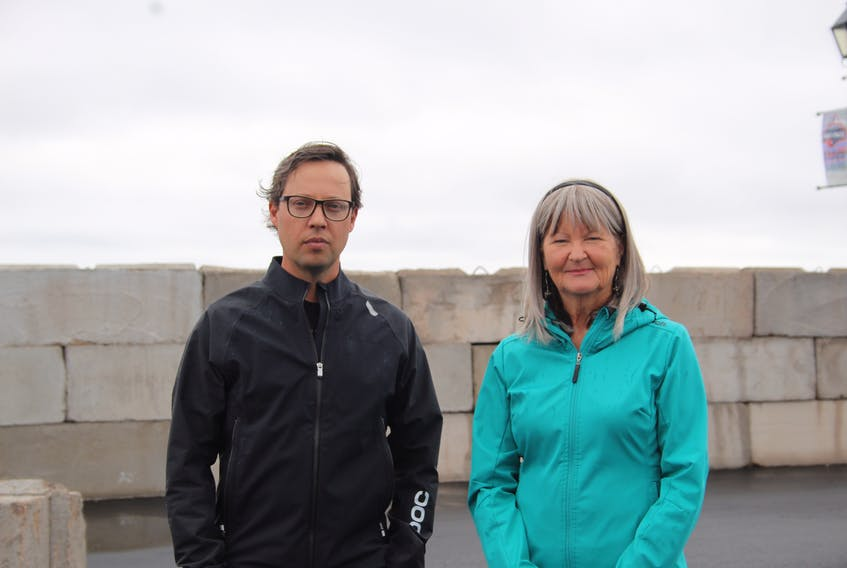 In response to the lack of a solution to the current plan to store 44,000 tonnes of provincial road salt on the Summerside waterfront, city residents Dan Kutcher and Glenna Lohnes have created an online petition, stating their opposition to the plan.