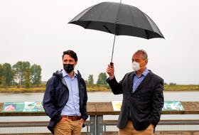 Justin Trudeau and climate scientist Andrew Weaver during an election campaign stop in Richmond, British Columbia, Sept. 14, 2021. REUTERS/Carlos Osorio