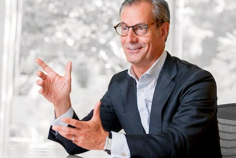 Ciena's CEO Gary Smith is predicting a strong fiscal 2022 despite the lingering effects of COVID-19 on the industry's supply chains.