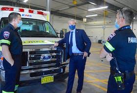 Nova Scotia Premier Tim Houston, centre, speaks with EHS paramedics Adam Hussey, left and Tyler MacCusic on Monday. Chris Connors/Cape Breton Post