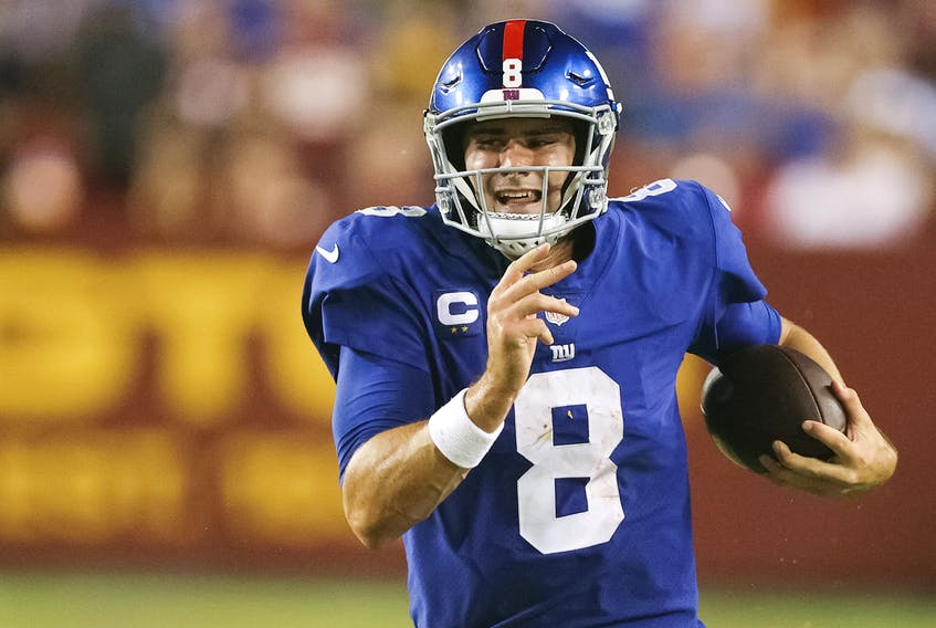 LANDOVER, MARYLAND - SEPTEMBER 16: Daniel Jones #8 of the New York Giants rushes for a long gain during the second quarter against the Washington Football Team at FedExField on September 16, 2021 in Landover, Maryland. (Photo by Rob Carr/Getty Images)