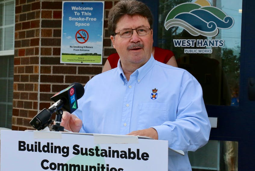 Hants West MLA Chuck Porter announced the provincial government is contributing $462,000 towards water and sewer infrastructure upgrades in Hantsport.
