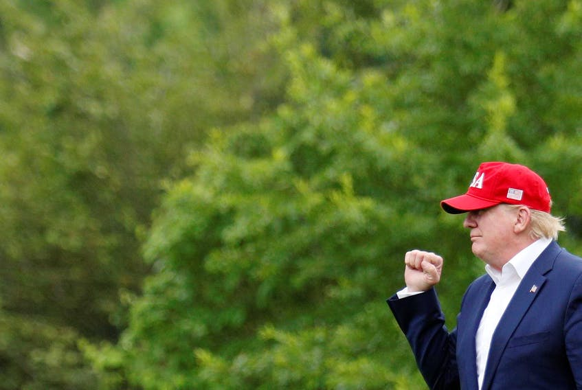 U.S. President Donald Trump waves to supporters as he arrives home to the White House in Washington on June 7, 2019, after overseas travel. - Tom Brenner / Reuters