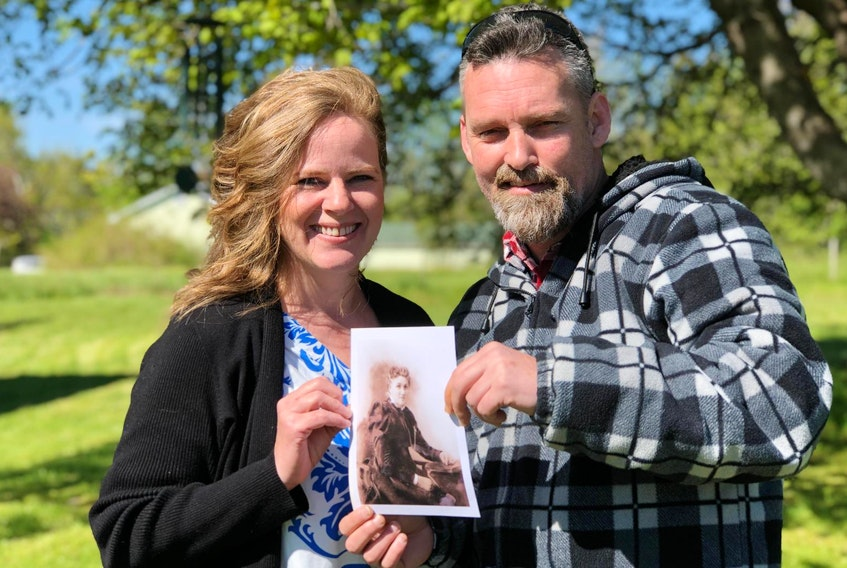 Long lost cousins, Richard Anderson (right) and Joelene Arenburg, with a photo of Anderson's great-great-great grandmother.