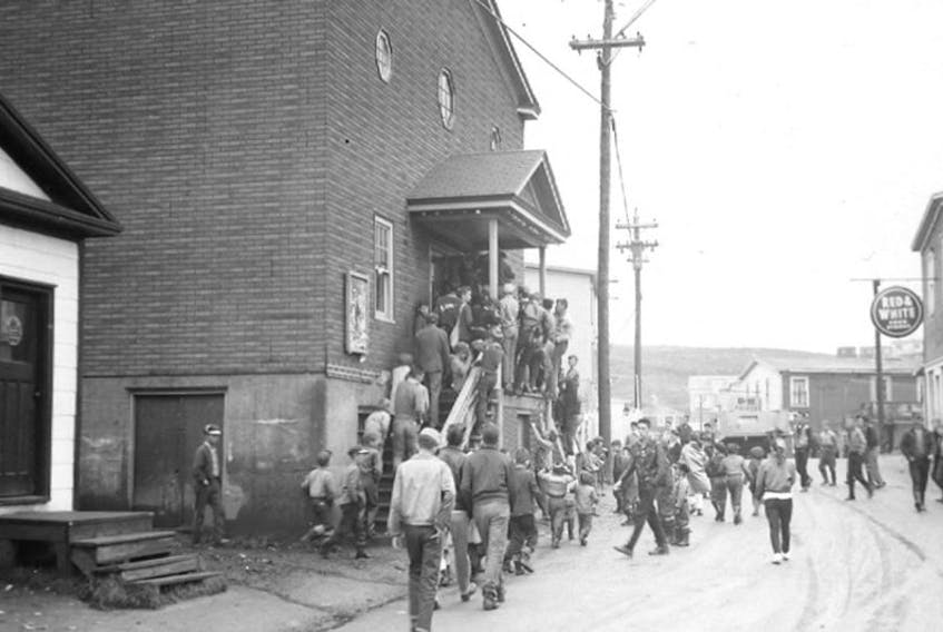 Thought to be taken in late1940s or early 1950s. The old movie theatre used to draw heavy crowds.