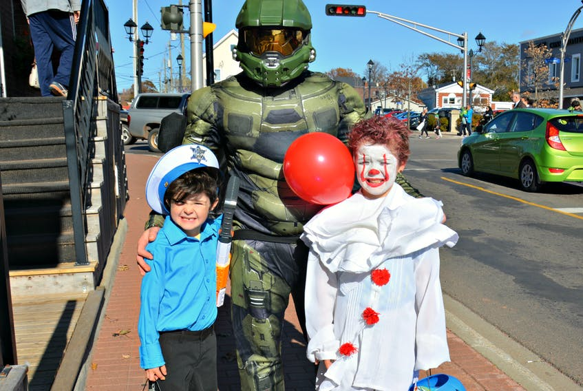 Mathew Gaudet dressed as Master Chief from Halo, with his sons' Jaxen, who is dressed as a sheriff, and Max as Pennywise the Dancing Clown.