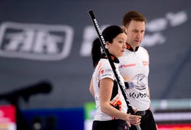 If they win today, Kerri Einarson and Brad Gushue are guaranteed to advance to the next round of the Canadian mixed doubles curling championship in Calgary.