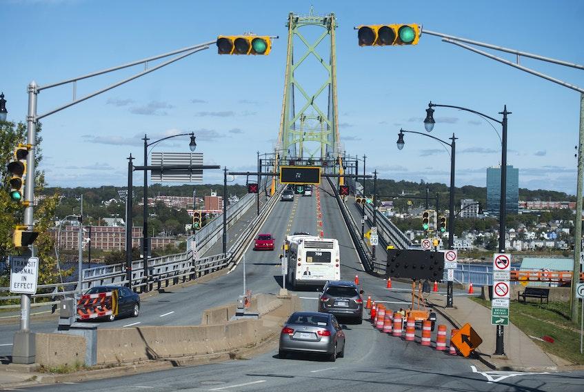 Traffic streams onto the Macdonald Bridge on Monday afternoon, October 1, 2019. Ryan Taplin - The Chronicle Herald