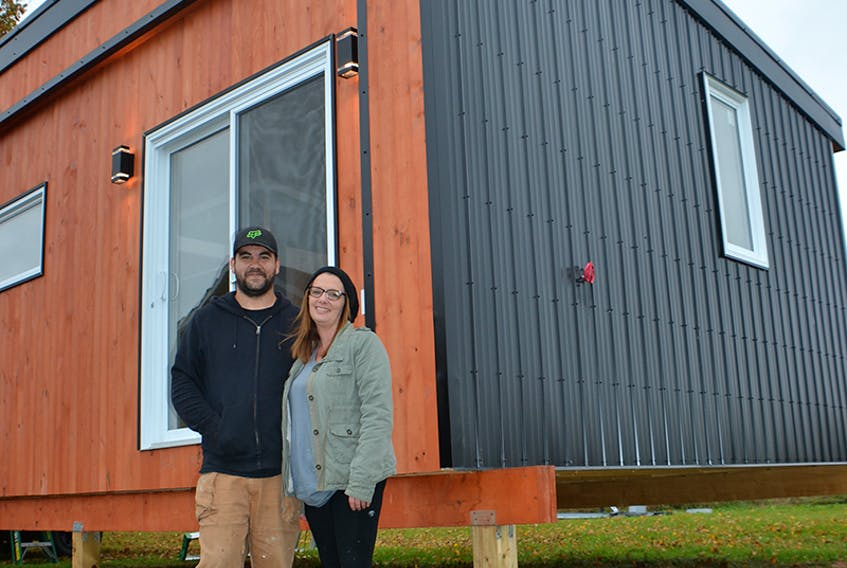 Mark Mahar and Sherri Spatuk have just finished building their first tiny home.  ©THE GUARDIAN/Alison Jenkins