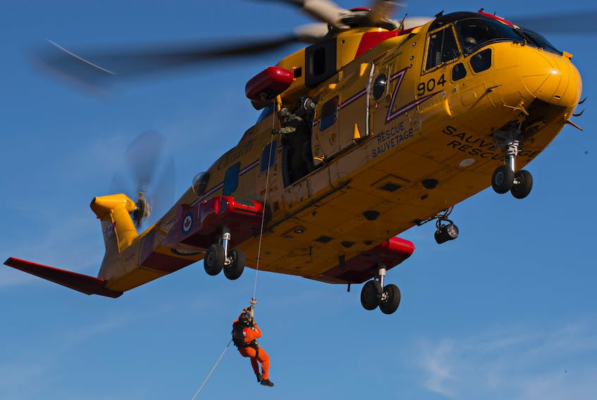 A CH-149 Cormorant helicopter hoists a Search and Rescue Technician during the National Search and Rescue Exercise, in Yellowknife, Northwest Territories on Sept. 22, 2016.  MCpl Pat Blanchard, Canadian Forces Combat Camera.