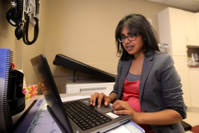 Dr. Aruna Dhara works in an examining room at the Sipekn'katik Health Centre in Indian Brook, Hants County, in 2015. (INGRID BULMER/The Chronicle Herald)