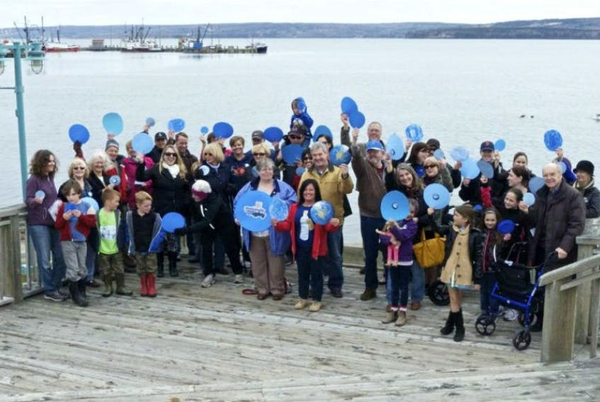Blue dots are waved by Digby area residents at today's noon hour gathering.