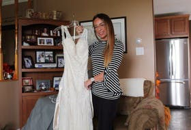 Kim French recently decided to give away her unused wedding dress in an attempt to pay it forward.