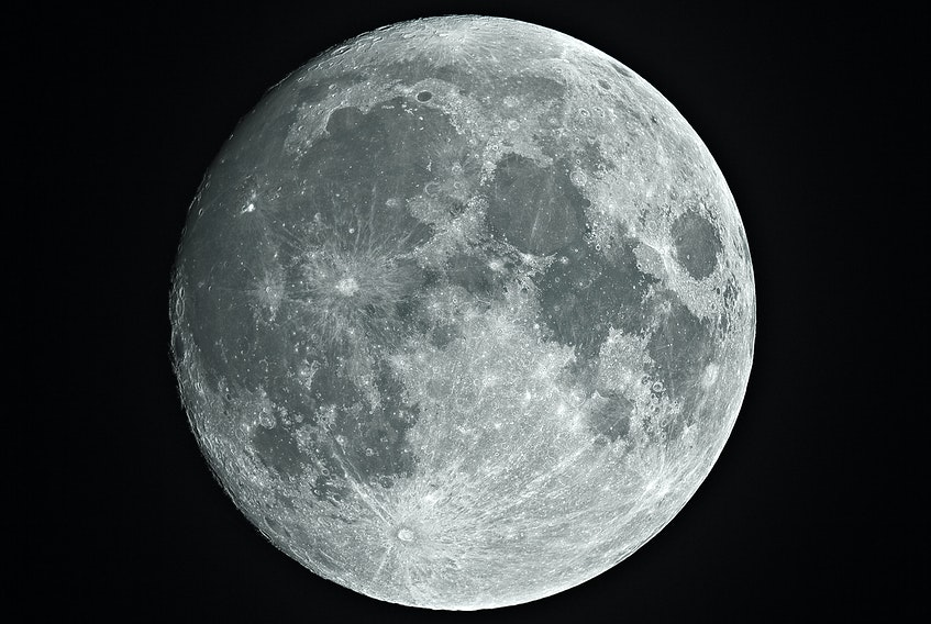 While most people are familiar with the full moon phase, there are many other phases of the moon.