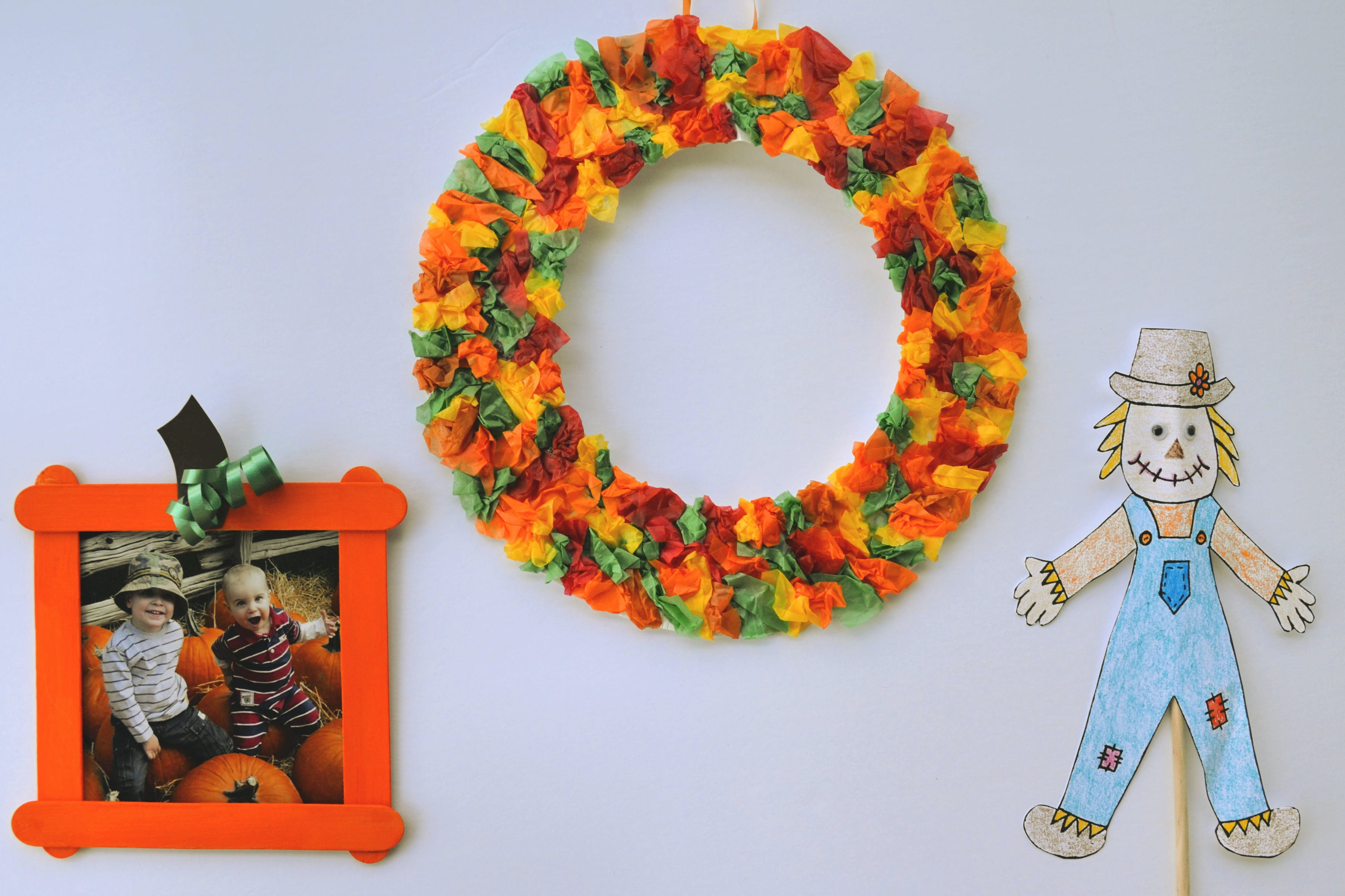 Get ready for fall with some easy do-it-yourself craft projects. Get kids involved with these simple crafts.