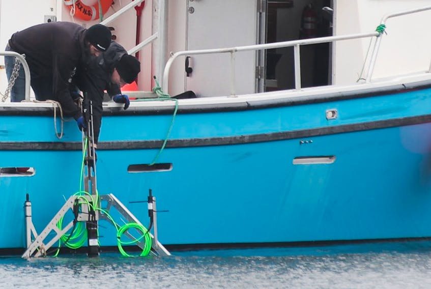 Ocean Sonics Ltd. deploys an icListen hydrophone for a recent research project.