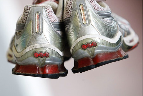 Most of the recent studies evaluating shoes and running related injuries claim that comfort, not technology, fashion or price tag, is a better measure of how well a shoe protects a runner from injury.