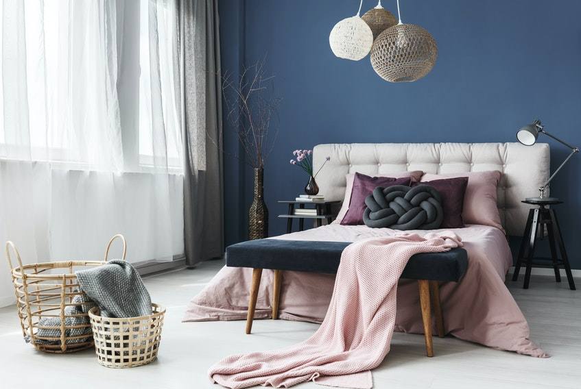 The change of seasons is the time to say goodbye to the heavy comforters and faux fur and chenille throws. Switch to cooler-feeling materials like cotton, linen and thinner summer-weight quilts.