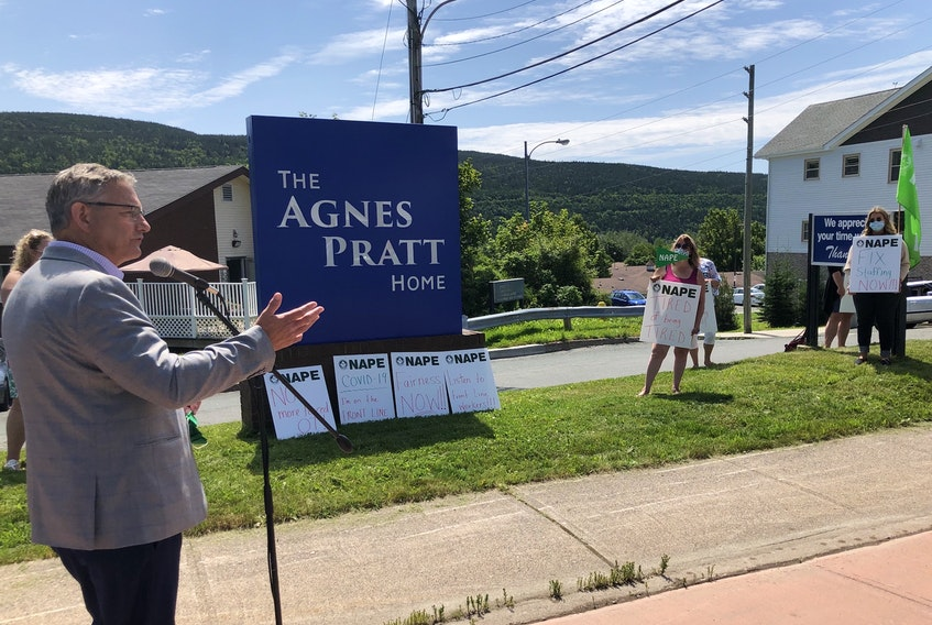 Jerry Earle, president of the Newfoundland and Labrador Association of Public and Private Employees, speaks to workers at Agnes Pratt Home in St. John's during a lunchtime protest Aug. 5, 2020.