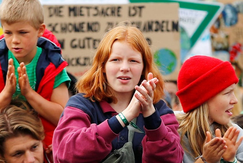 Children take part in the Global Climate Strike of the movement Fridays for Future, in Berlin, Germany, September 20, 2019 REUTERS/Hannibal Hanschke ORG XMIT: GDN302