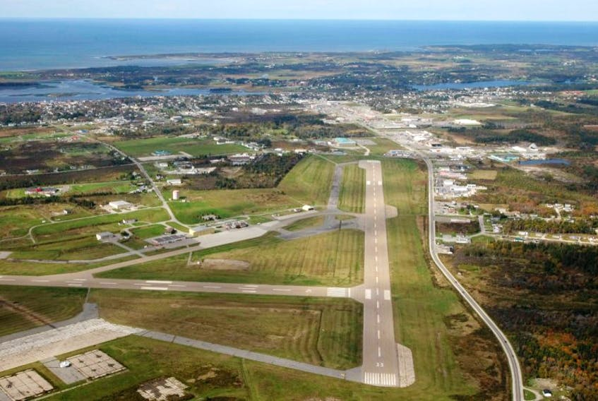 <p>The Yarmouth International Airport has two runways: 1,829 and 1,524 meters.</p>