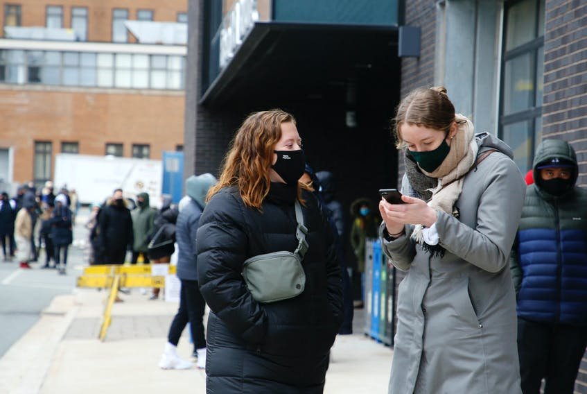 FOR NEBAL STORY: Hundreds of students lined up for COVID-19 tests at a pop-up testing site in the Richard Murray Design Building in Halifax Wednesday November 25, 2020.   TIM KROCHAK PHOTO